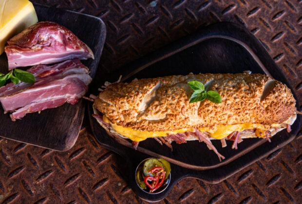 Até 31/10 – Pratos, sanduíches, petiscos e salgados com carne de porco atraem turistas para Socorro, no Circuito das Águas Paulista