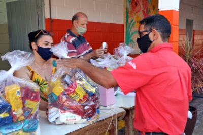 Prefeitura realiza mais uma entrega de kits de alimentação escolar