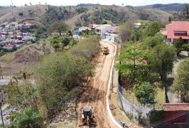 Prefeitura de Pedreira inicia as obras de infraestrutura para asfaltar ruas do bairro Altos de Santa Clara