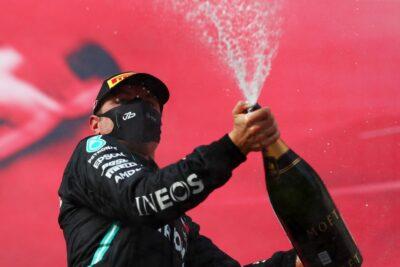 Hamilton defende Bottas e diz que companheiro de equipe não recebe crédito que merece