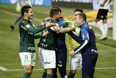 Sob olhar de novo técnico, Palmeiras vence Atlético-MG