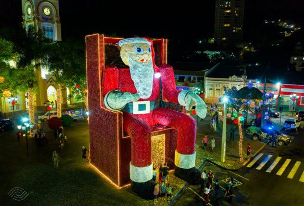 Estância Hidromineral de Socorro faz o maior Papai Noel do sudeste feito com garrafas pet