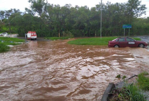 Chuva desta terça-feira causou estragos na cidade de Mogi Mirim