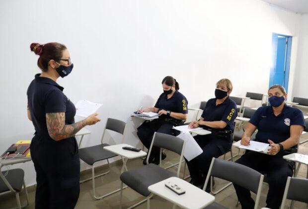 Guardas Municipais passam por treinamento para iniciar atuação na Patrulha Maria da Penha