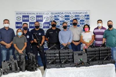 PREFEITO ENTREGA NOVO ARMAMENTO À GUARDA MUNICIPAL DE MOGI GUAÇU