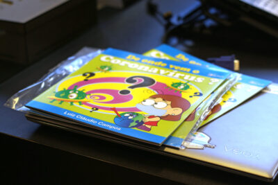Autor de livro infantil sobre Covid-19 doa exemplares para curso de Pedagogia
