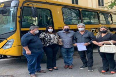Vereadora Claudia Pinho Lalla articula conquista de novo ônibus escolar para Santo Antônio de Posse