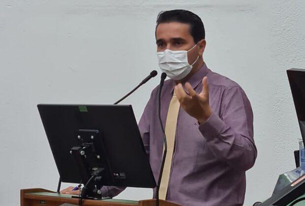 Prefeito de Amparo pede redução do próprio salário e de Cargos de Confiança