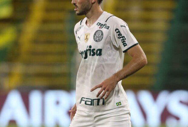 Nacional-URU reclama na Fifa por cláusula no contrato de Viña; Palmeiras contesta e não vê risco