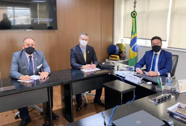 Por mais recursos para Holambra, Fernando Capato e vice cumprem agenda em Brasília