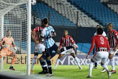 Libertadores: São Paulo segura empate sem gols com Racing na Argentina