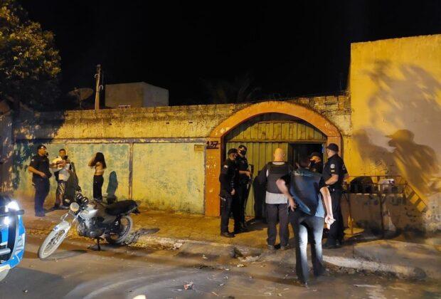 Polícia Municipal de Artur Nogueira encerra festa clandestina e fiscaliza 30 estabelecimentos; um deles foi lacrado