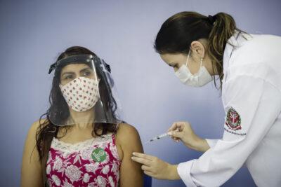 Governo de SP antecipa a vacinação para profissionais da Educação Básica de 45 e 46 anos