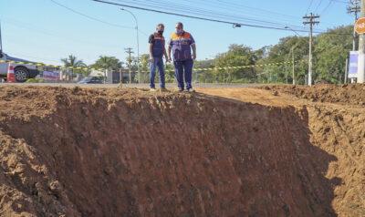 Trecho da Avenida Brasil é interditado para melhorias na rede de esgoto