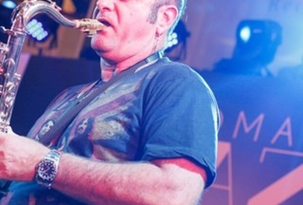 Multi-instrumentista Derico Sciotti se apresenta em Serra Negra neste sábado (25)