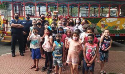 Polícia Municipal realiza ação social para crianças do Projeto Arco-íris e da Casa da Criança